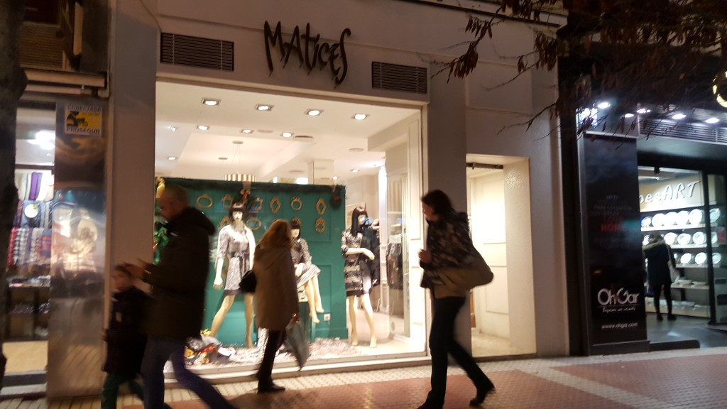 Fachada exterior de la tienda Matices ropa de mujer en Zaragoza